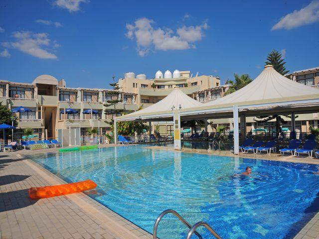 Limanaki Beach Hotel