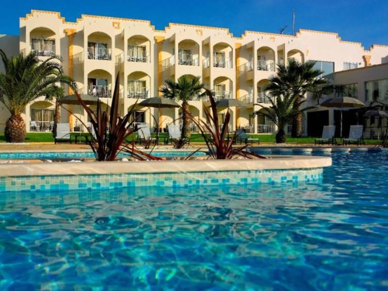 Holidays at Vila Gale Praia Hotel in Gale, Algarve