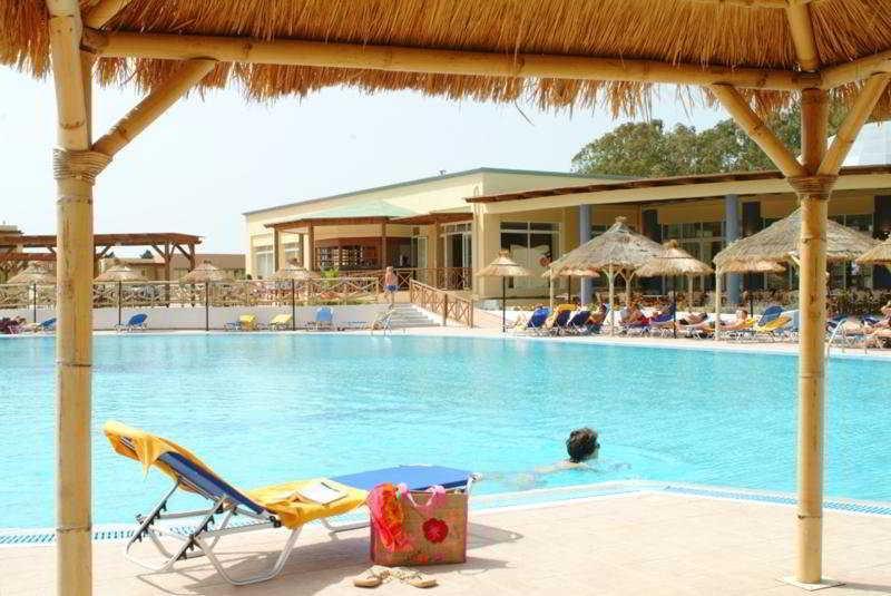 Holidays at Kipriotis Maris Suites in Psalidi, Kos
