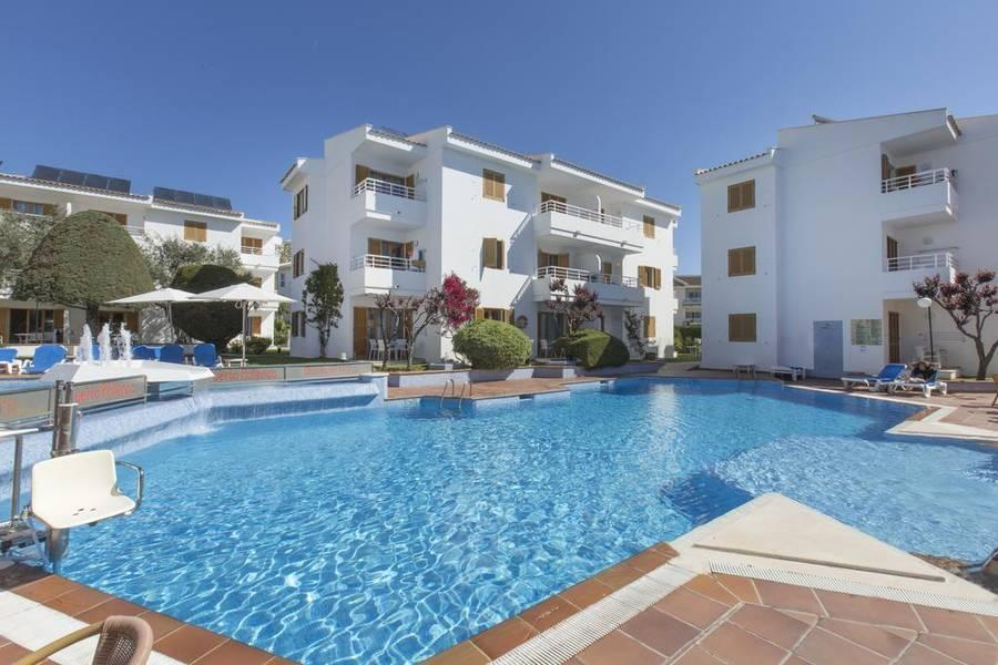 Holidays at Flora Apartments in Puerto de Pollensa, Majorca