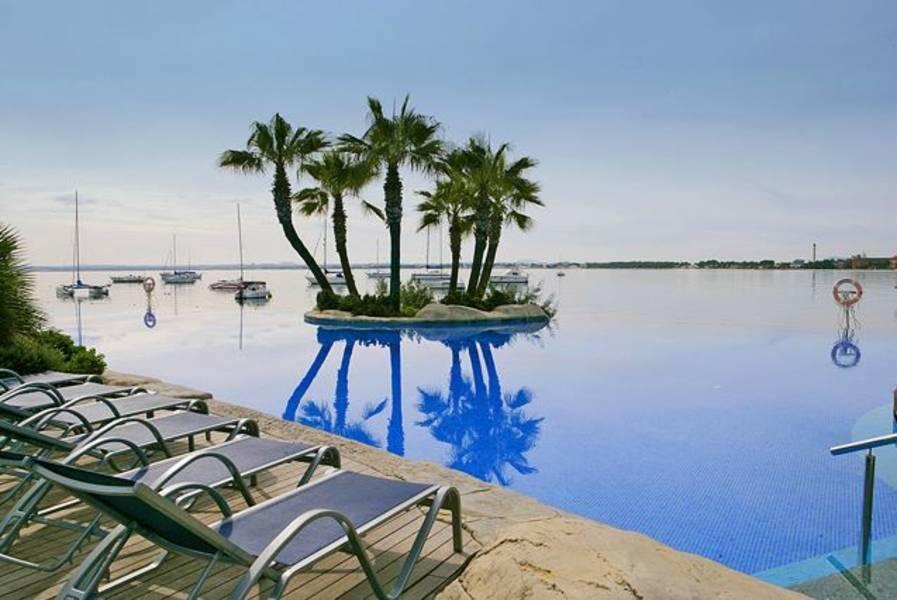Holidays at Botel Alcudiamar Hotel in Alcudia, Majorca