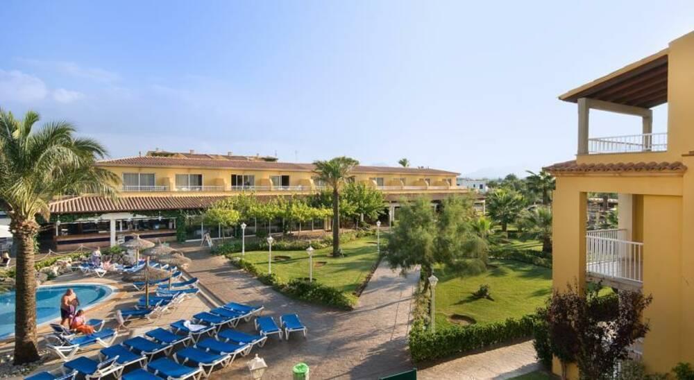 Club Del Sol Apartments