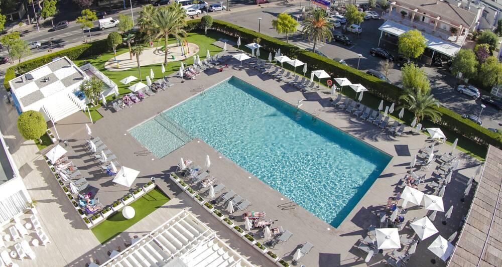 Holidays at BQ Delfin Azul Hotel in Alcudia, Majorca