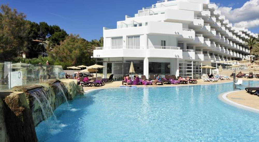 Holidays at Fergus Style Cala Blanca Suites in Santa Ponsa, Majorca