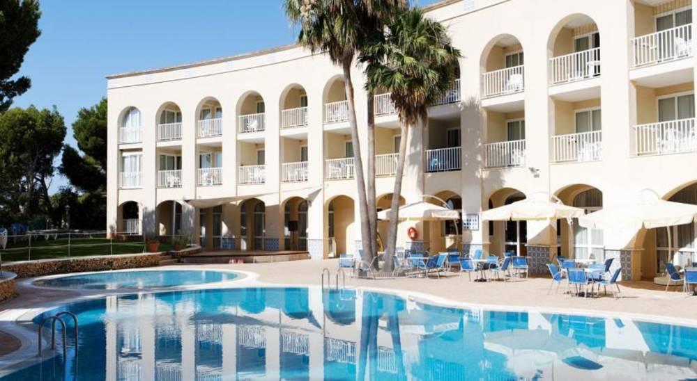 Holidays at Floramar Aparthotel in Cala Galdana, Menorca
