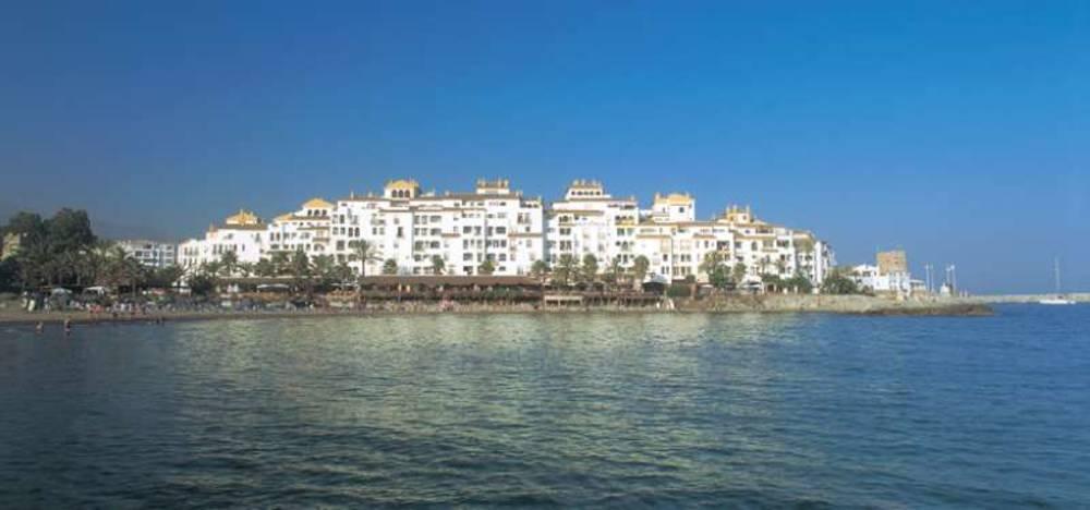 Holidays at Park Plaza Suites Apartments in Puerto Banus, Costa del Sol