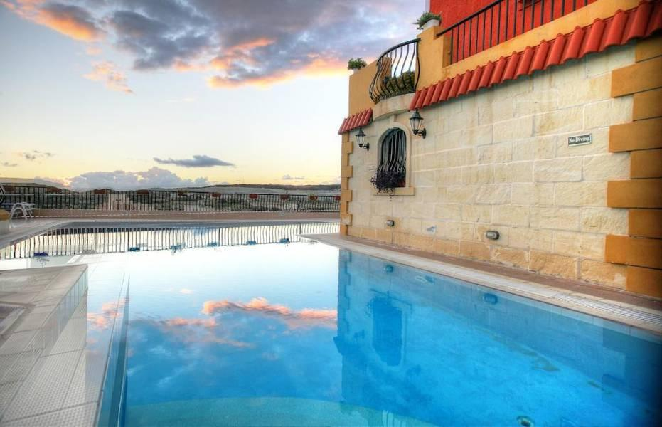 Holidays at Soreda Hotel in Qawra, Malta