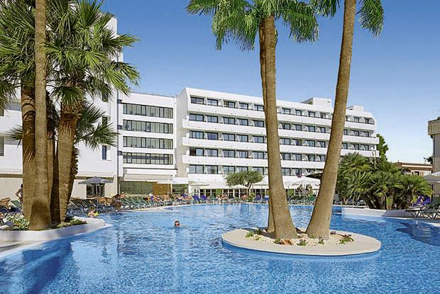 Holidays at Eden Alcudia Apartments in Alcudia, Majorca