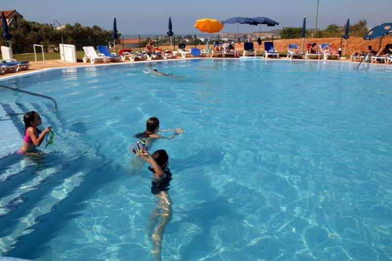 Holidays at Mar a Vista Apartments in Praia da Rocha, Algarve