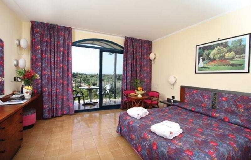 Holidays at Caesar Palace Hotel in Giardini Naxos, Sicily