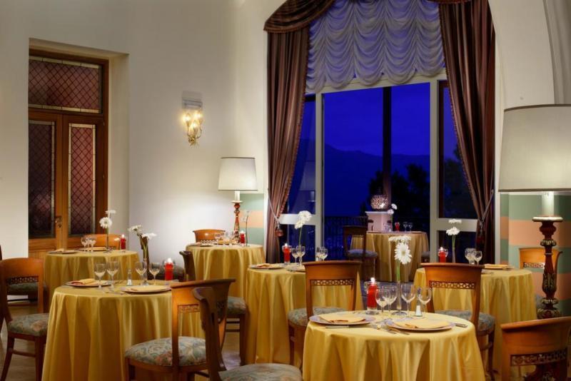 Holidays at Grand Hotel Miramare in Taormina, Sicily