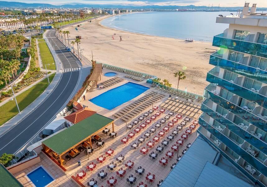 Holidays at Golden Donaire Beach Hotel in La Pineda, Costa Dorada