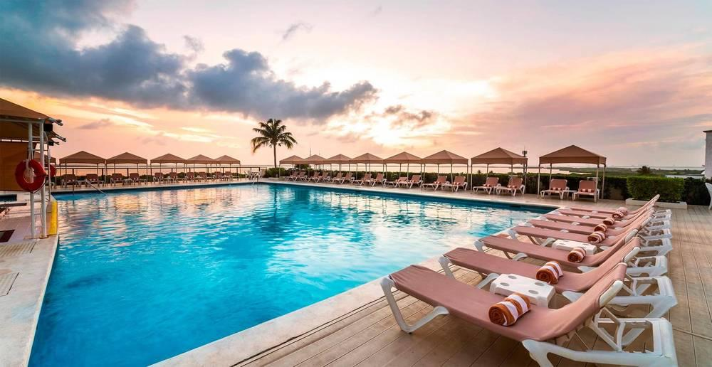 Holidays at Crown Paradise Club Hotel in Cancun, Mexico