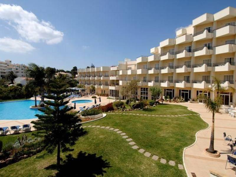 Holidays at Vila Gale Nautico Hotel in Armacao de Pera, Algarve