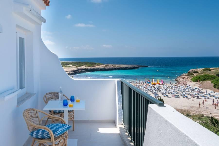 Holidays at Carema Siesta Playa Apartments in Cala'n Bosch, Menorca