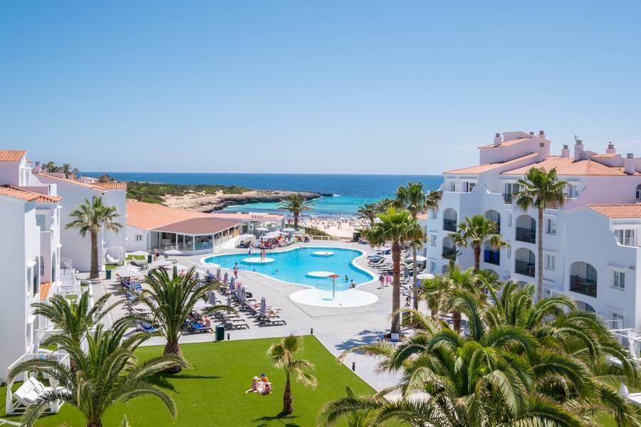 Holidays at Carema Siesta Playa Apartments in Cala'n Bosch, Menorca