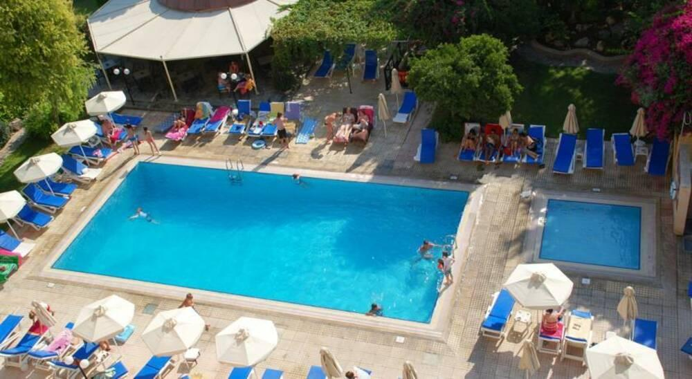 Holidays at Jasmine Apartments in Limassol, Cyprus
