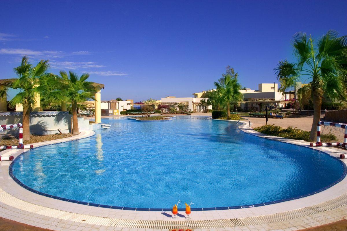 Solitaire resort hotel marsa alam egypt book solitaire resort hotel online - Dive inn resort egypt ...