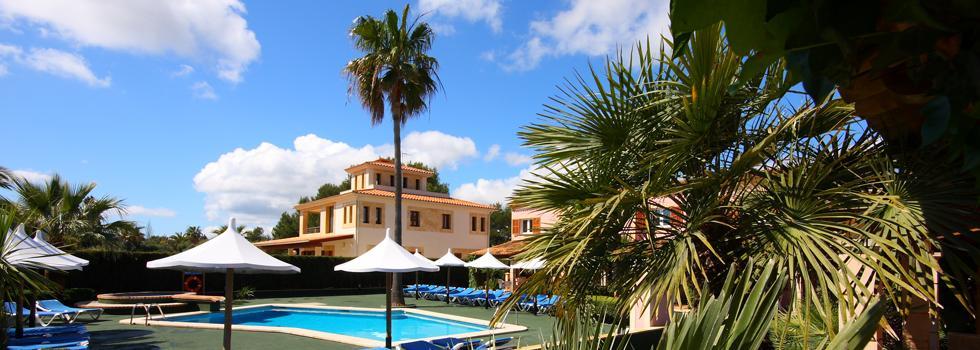 Holidays at Iris Apartments in Sa Coma, Majorca