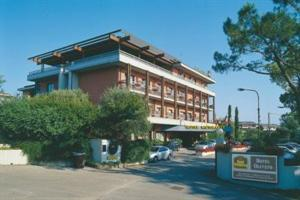 Holidays at Oliveto Hotel in Desenzano del Garda, Lake Garda