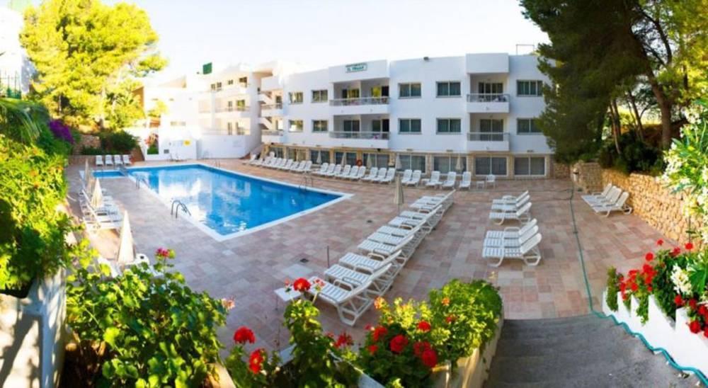 Holidays at El Pinar Aparthotel in Cala Llonga, Ibiza