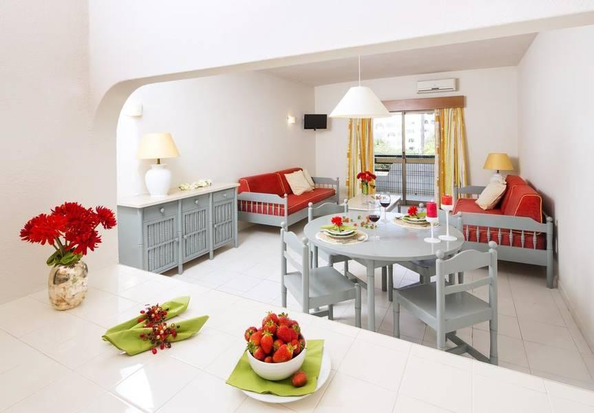 Holidays at Cheerfulway Valmangude Jardim Apartments in Albufeira, Algarve