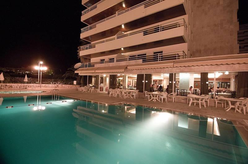 Holidays at Club Praia Vau Apartments in Praia da Rocha, Algarve