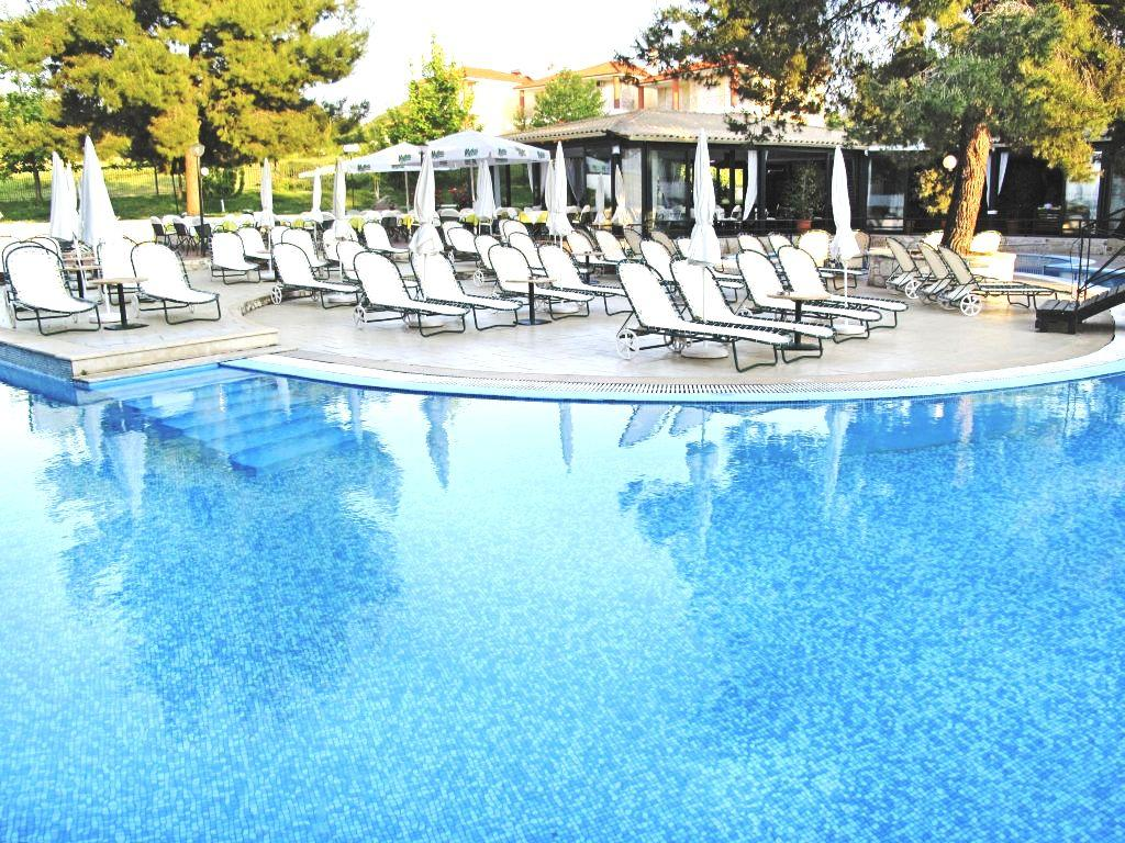Holidays at Lesse Hotel in Hanioti, Halkidiki