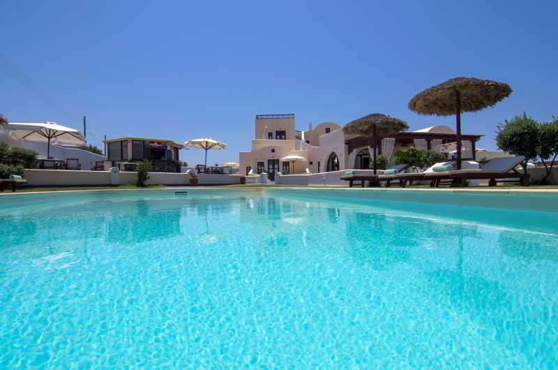 Holidays at En Plo Boutique Suites in Oia, Santorini