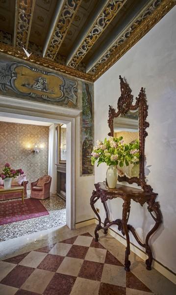 Holidays at Gardena Hotel in Venice, Italy