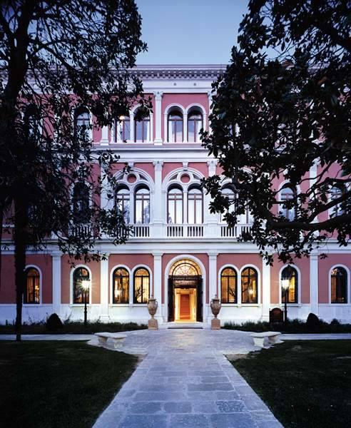 Holidays at San Clemente Palace Kempinski Hotel in Venice, Italy