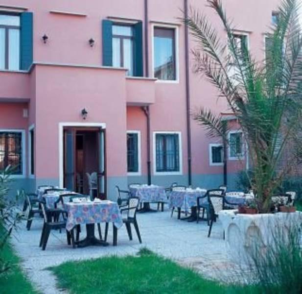 Holidays at Tre Archi Hotel in Venice, Italy