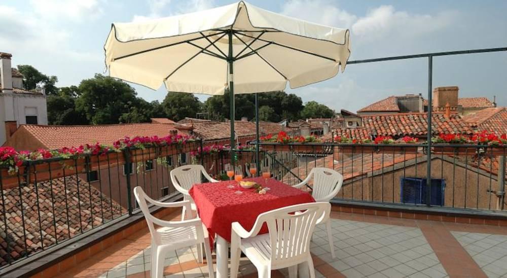 Holidays at Hesperia Hotel in Venice, Italy