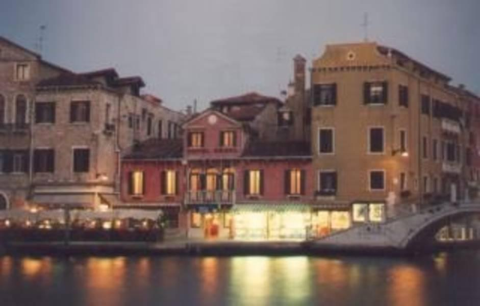 Holidays at Canal Hotel in Venice, Italy