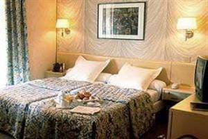 Holidays at Renoir Hotel in Montparnasse & Tour Eiffel (Arr 14 & 15), Paris