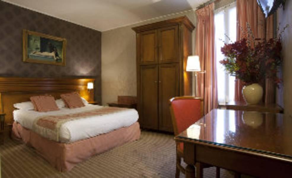 Holidays at Neva Hotel in Arc De Triomphe & Pte Maillot (Arr 17), Paris