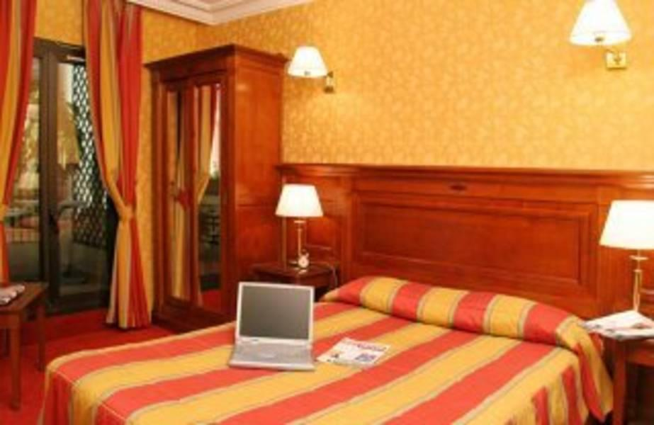Holidays at Niel Hotel in Arc De Triomphe & Pte Maillot (Arr 17), Paris