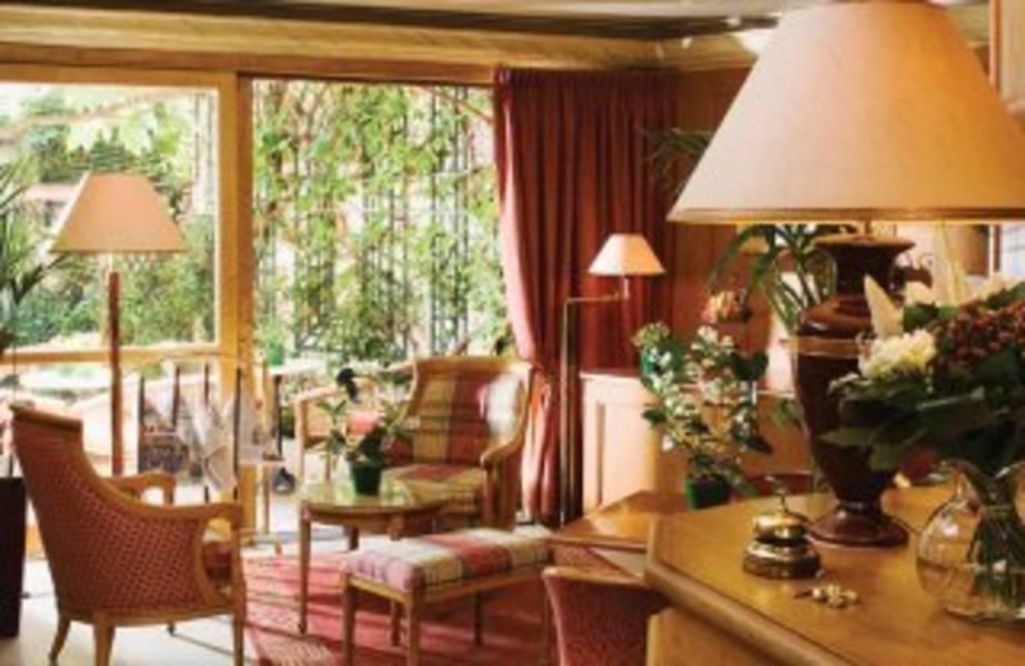 Holidays at Dauphin Hotel in West La Defense, Paris