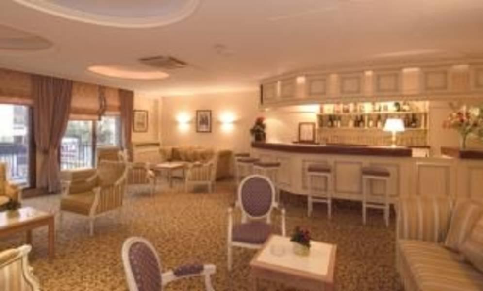 Holidays at Qualys Hotel Rueil La Defense in West La Defense, Paris