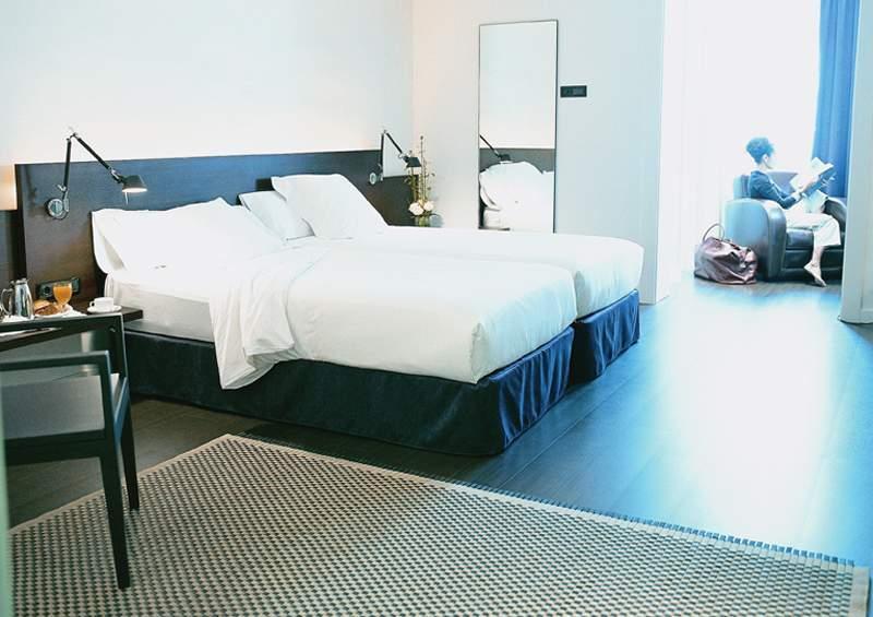 Regina hotel plaza catalunya barcelona spain book for Hotel regina barcelona booking