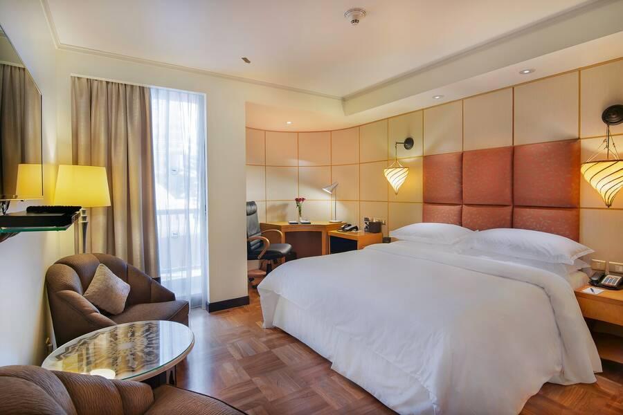 Sheraton abu dhabi resort towers hotel abu dhabi - Hotels in abu dhabi with swimming pool ...