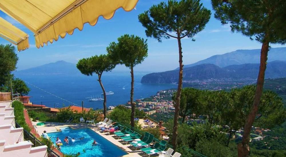 Holidays at Villa Fiorita Hotel in Sorrento, Neapolitan Riviera