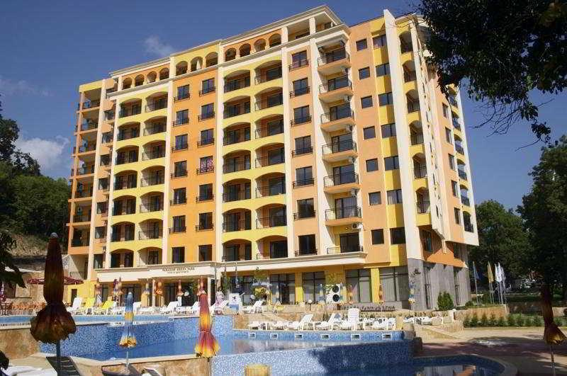 Holidays at Paradise Green Park Hotel & Apartments in Golden Sands, Bulgaria