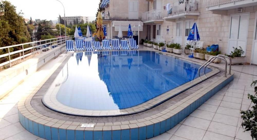Holidays at Komodor Hotel in Dubrovnik, Croatia