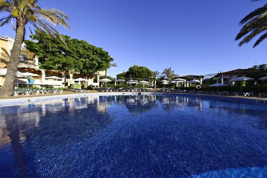 Holidays at Zafiro Menorca Aparthotel in Cala'n Bosch, Menorca