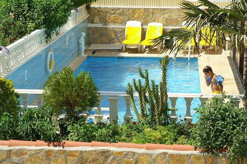 Holidays at Evren Hotel in Altinkum, Bodrum Region