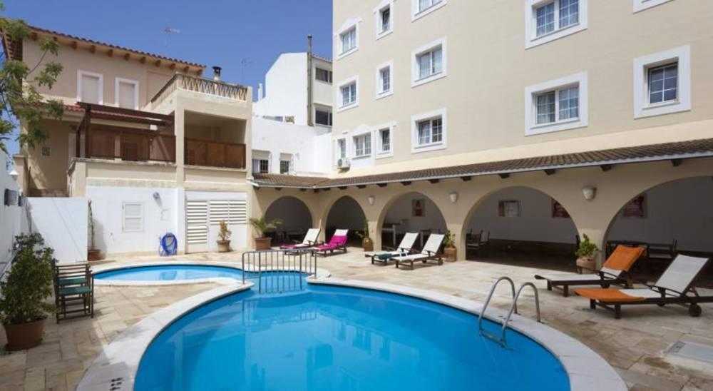 Holidays at Menorca Patricia Hotel in Ciutadella, Menorca