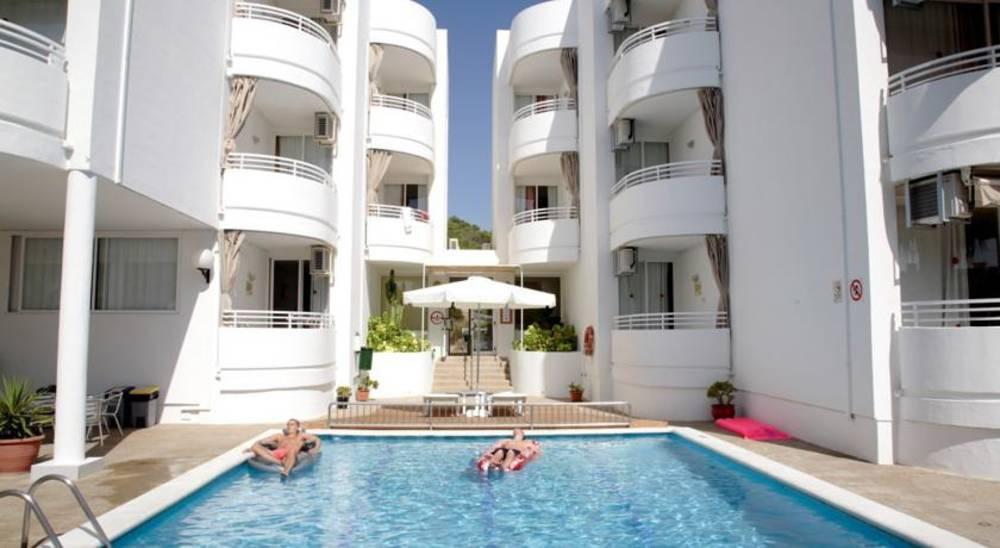 Holidays at El Coto Apartments in San Antonio, Ibiza