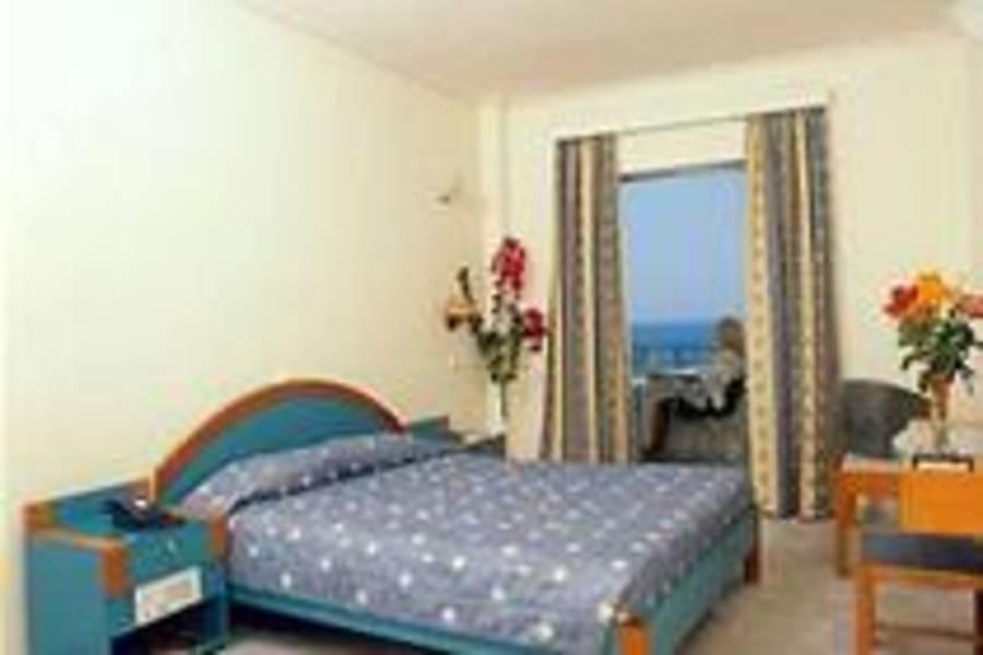 Holidays at Yakinthos Hotel in Agii Apostoli, Chania