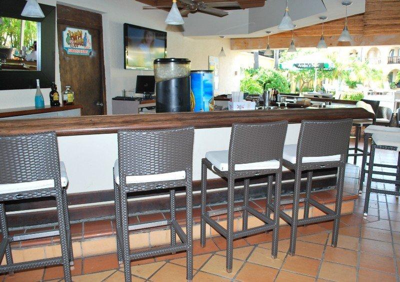 Talk of the town hotel beach club aruba aruba book for Small intimate hotels
